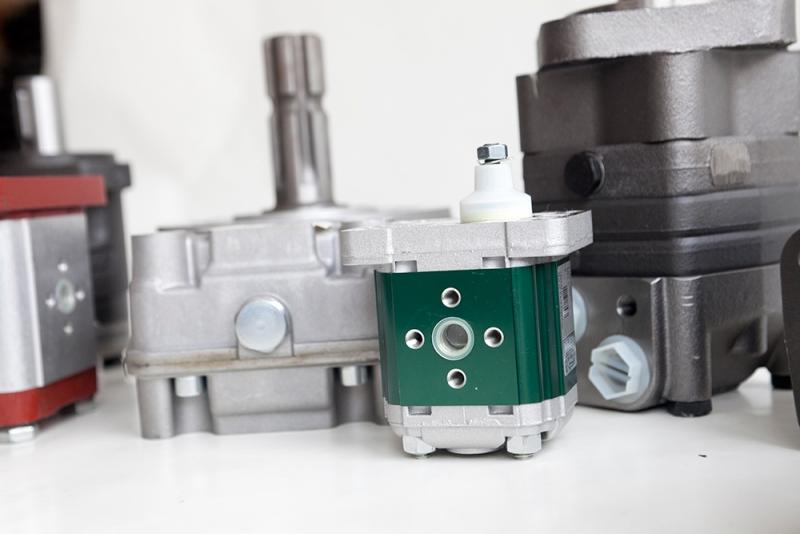 motori idraulici a ingranaggi
